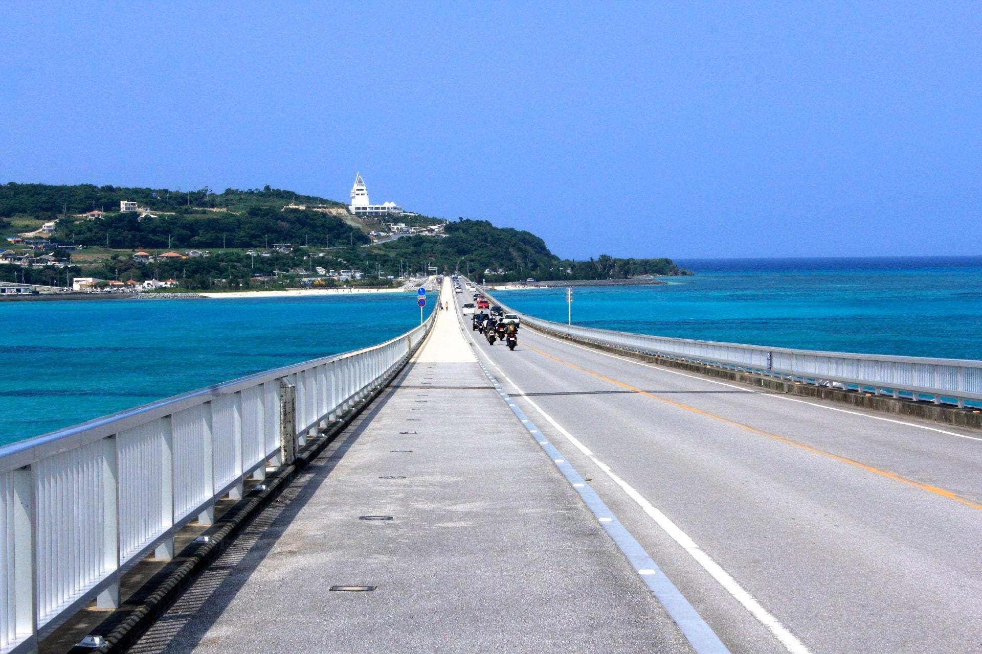 cầu bắc ngang qua biển ở okinawa